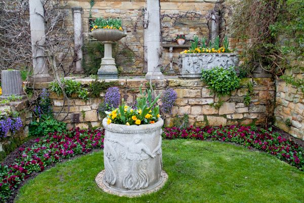 Hever Castle photo, A quiet garden corner