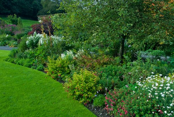 Holehird Gardens photo, Flower Borders