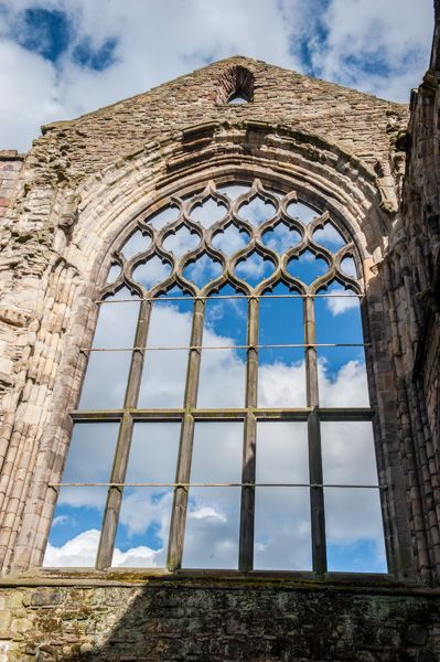 Holyrood Abbey photo, Medieval window tracery