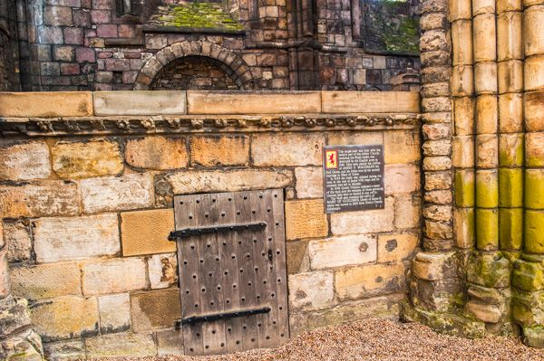 Holyrood Abbey photo, James V royal vault