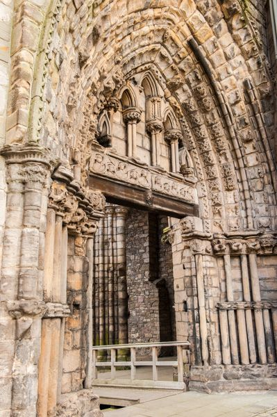 Holyrood Abbey photo, The west doorway