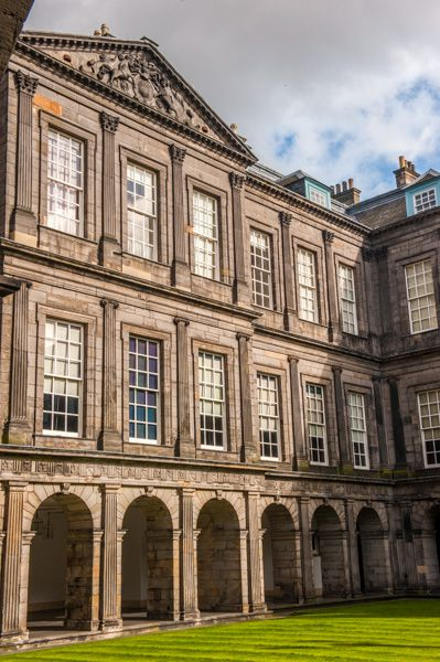 Palace of Holyroodhouse photo, The inner quadrangle