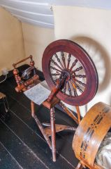 A spinning wheel in the cottage