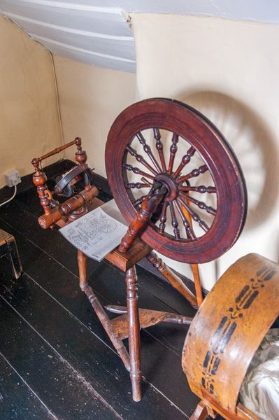 Hugh Miller�s Cottage photo, A spinning wheel in the cottage