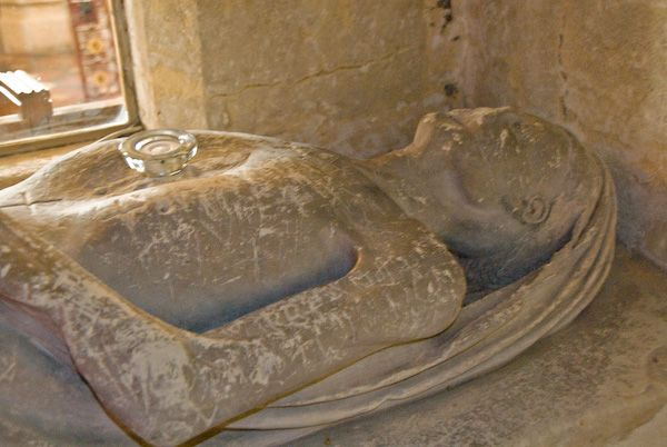 Hughenden, St Michael and All Angels photo, Medieval effigy