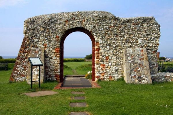 Hunstanton photo, Another view of the chapel ruins (c) Steve Daniels
