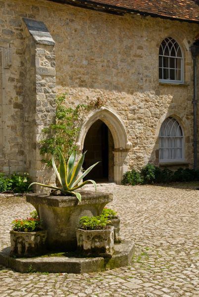 Ightham Mote photo, Courtyard fountain