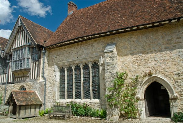 Ightham Mote photo, Great Hall and courtyard