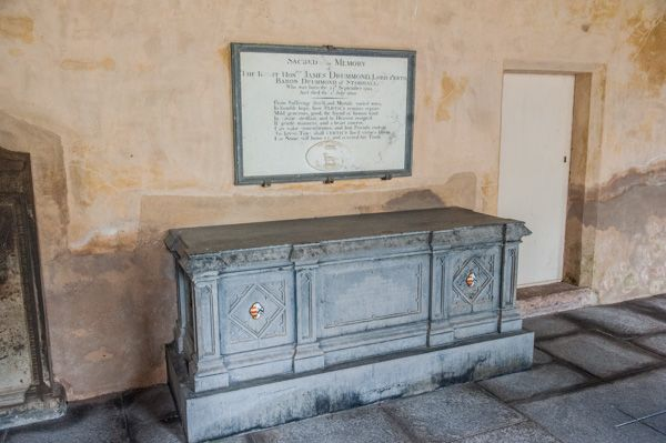 Innerpeffray Chapel photo, 19th century table tomb