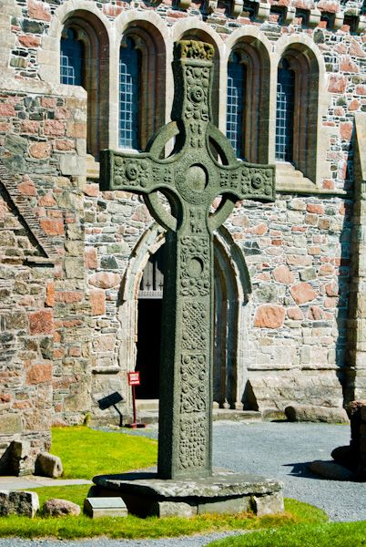 Iona Abbey photo, St John's Cross replica