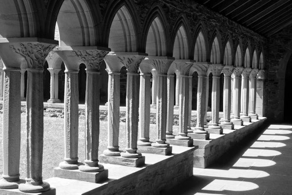 Iona Abbey photo, The abbey cloisters