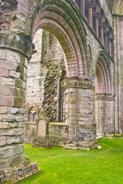 Kelso Abbey photo, 12th century rounded pillars