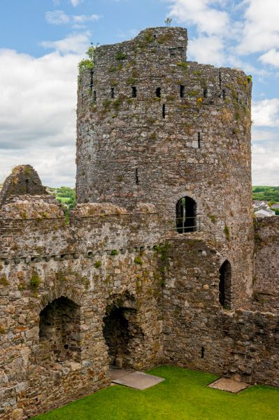 Kidwelly Castle photo, Circular corner tower