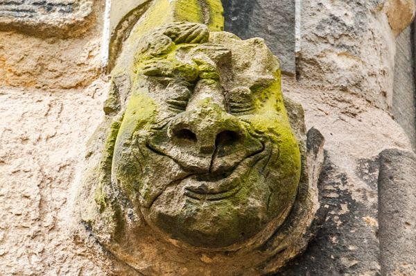 Kilwinning Abbey photo, Grotesque face on the tower