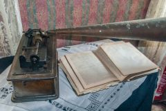 Kirbuster Museum, A gramaphone and family Bible