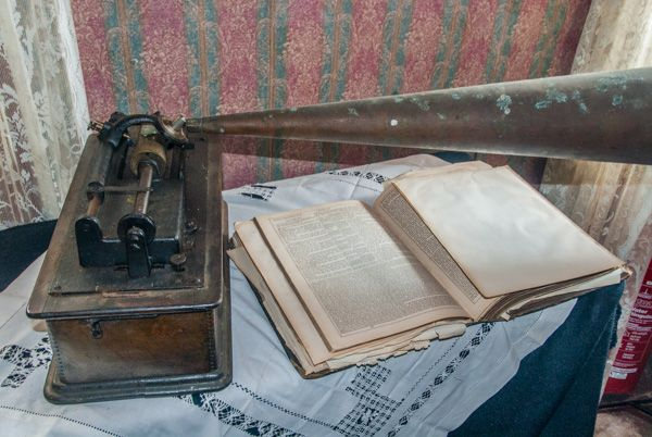 Kirbuster Museum photo, A gramaphone and family Bible