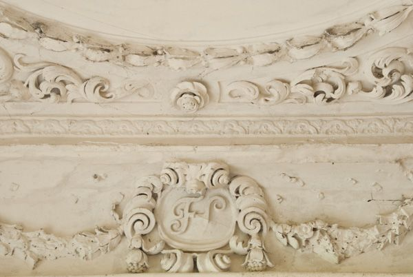Kirby Hall photo, Elizabethan plasterwork detail