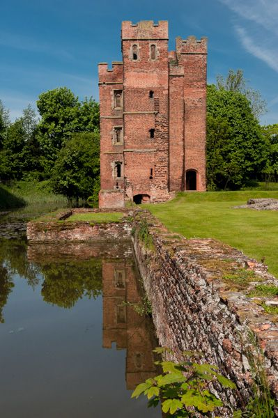 Kirby Muxloe Castle photo, The moat and corner tower