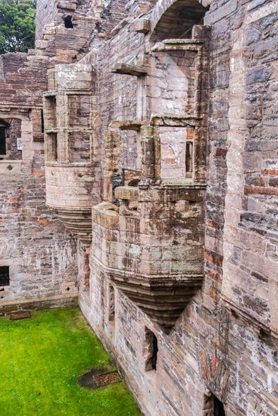 Earl's Palace, Kirkwall photo, Looking along the Palace wall