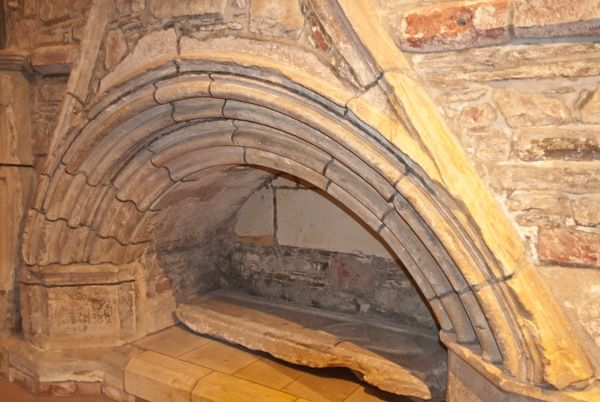 St Magnus Cathedral photo, Medieval tomb recess
