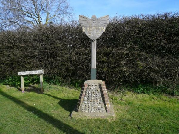 Knapton photo, Knapton village sign (c) Craig Tuck, Creative Commons licens