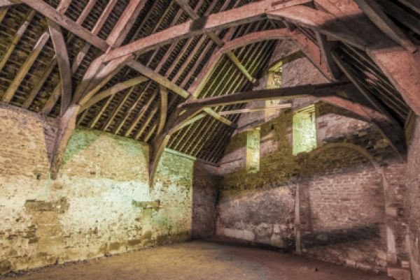Lacock photo, The medieval tithe barn interior