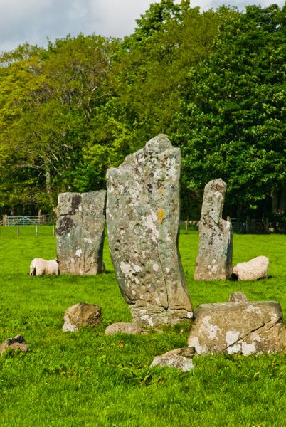 Nether Largie Standing Stones photo, Looking through the centre of the X formation