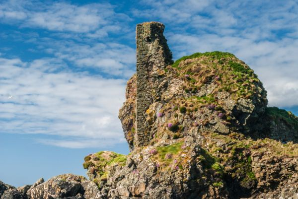 Dunyvaig Castle photo, Remains of the tower wall