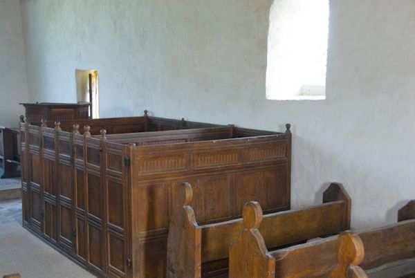 Langley Chapel photo, Box pews