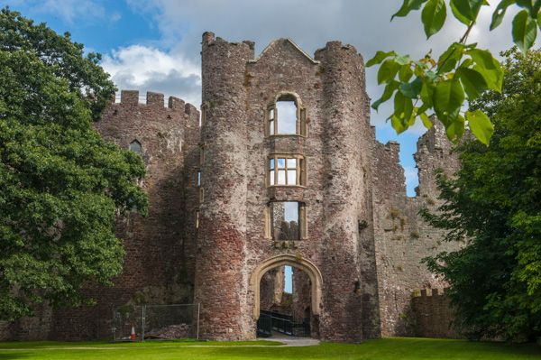 Laugharne Castle photo, The Tudor gatehouse