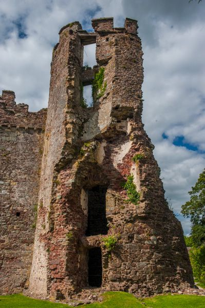 Laugharne Castle photo, Remains of a ruined tower