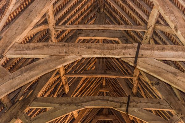 Leigh Court Barn photo, The cruck-framed roof