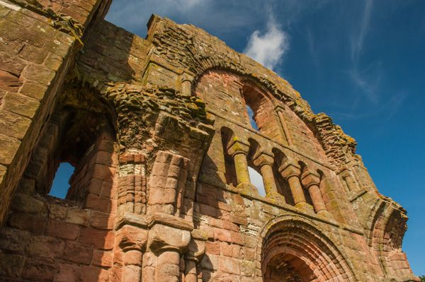 Lindisfarne Priory photo, Ruined arches and arcading