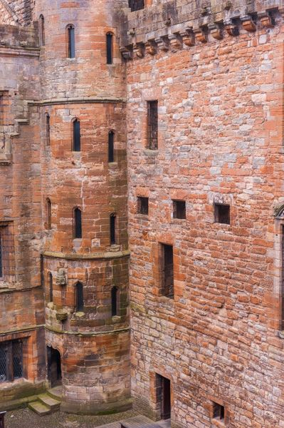 Linlithgow Palace photo, Looking down into the courtyard