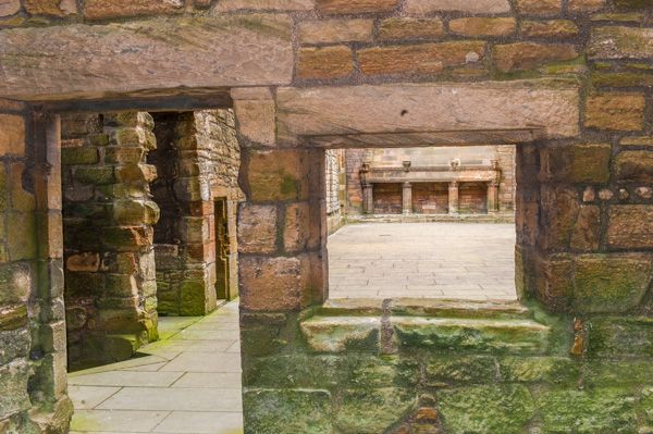 Linlithgow Palace photo, Passage between the kitchen and great hall