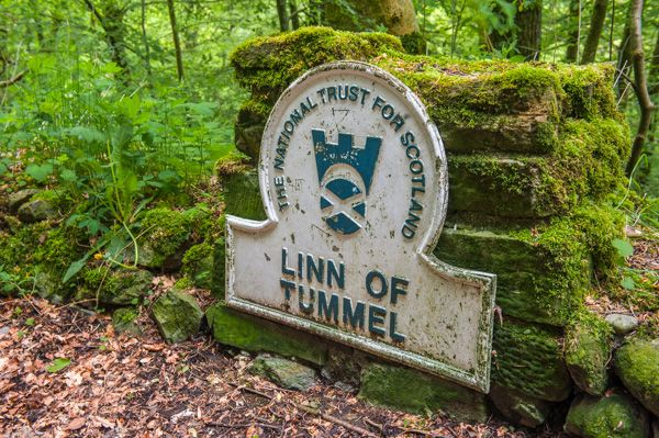 Linn of Tummel photo, National Trust for Scotland signpost