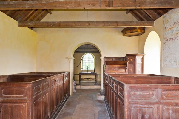 Little Washbourne, St Mary's Church photo, Nave and box pews