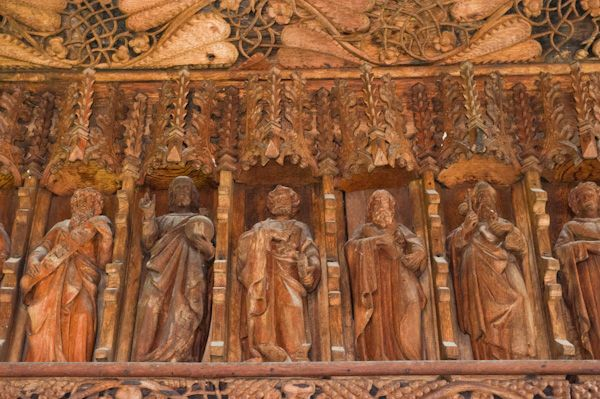 Llananno Church photo, Carved figures on the screen