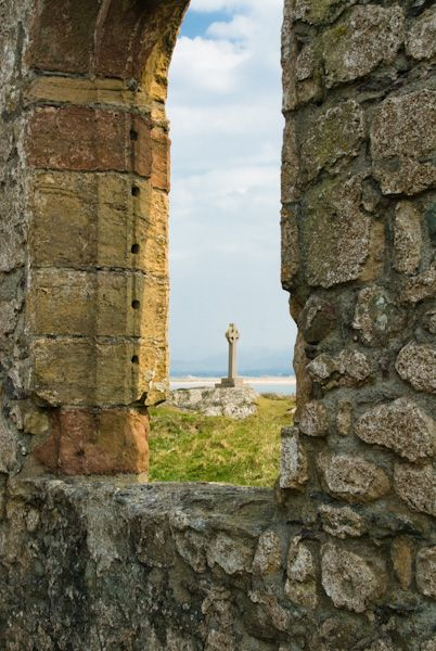 Llanddwyn Island photo, Lighthouse from the chapel ruins