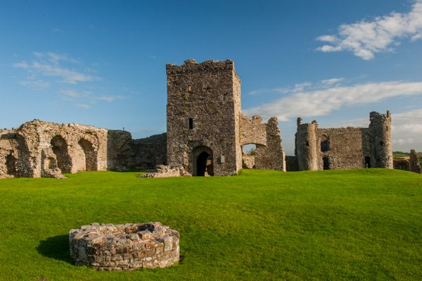 Llansteffan Castle photo, The well and gatehouses