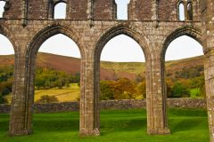 Llanthony Priory , The north nave arcade