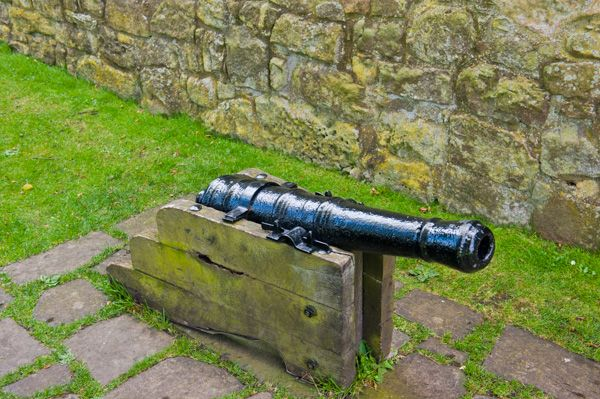 Lochleven Castle photo, A cannon discovered in the loch