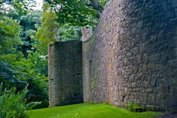 Lochleven Castle photo, The castle curtain wall