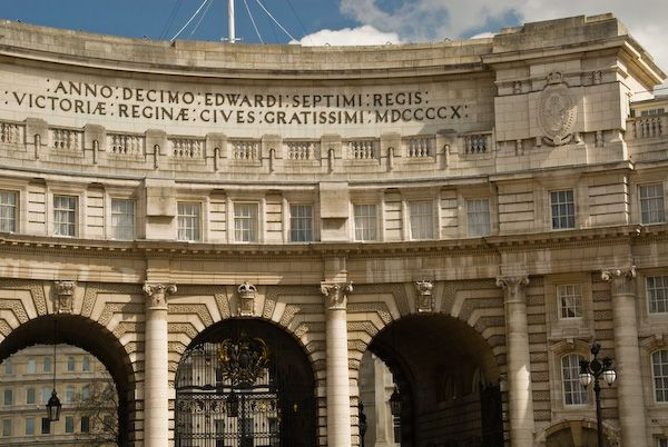 London photo, Admiralty Arch inscription