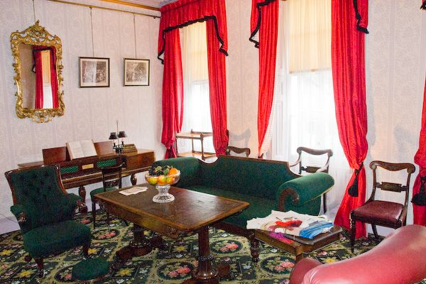 London photo, Charles Dickens Museum parlour