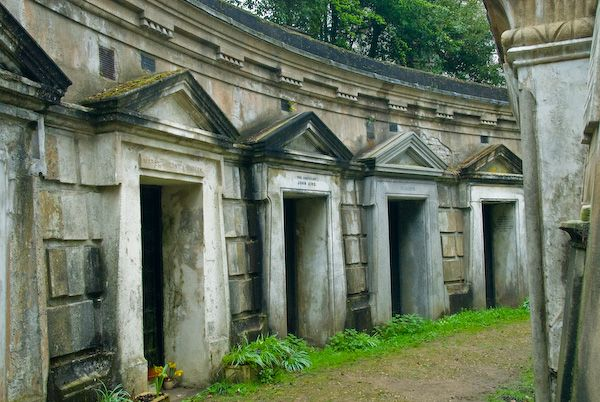 Highgate Cemetery photo, Circle of Lebanon