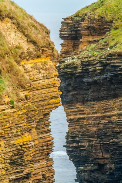 Longaglebe Geo photo, The narrow cliff opening