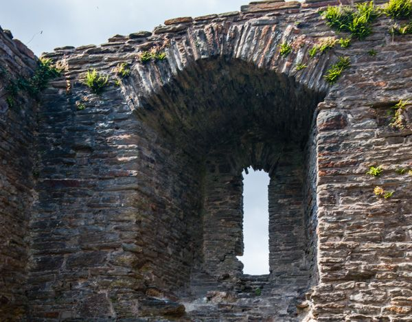 Loughor Castle photo, Window detail, north wall