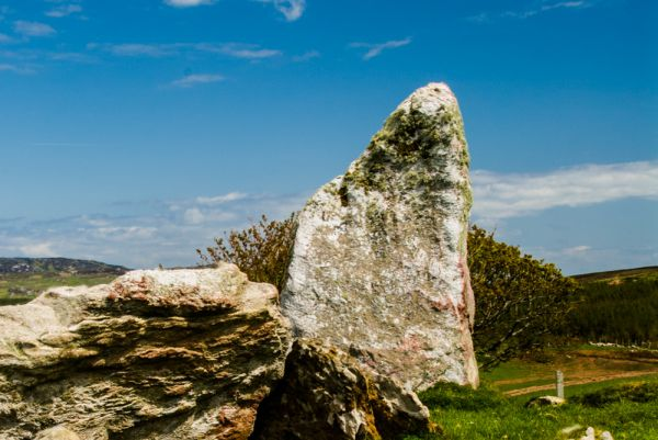 Cragabus Chambered Cairn photo, The solitary portal stone