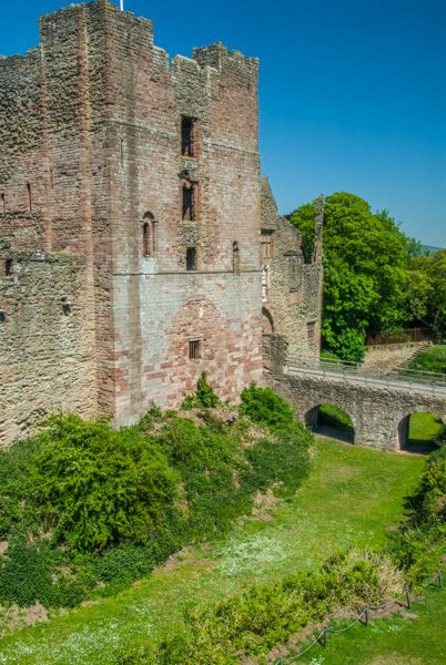 Ludlow Castle photo, The rock-cut 'moat' and Keep